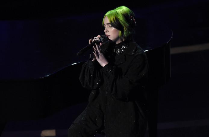 Billie Eilish chantait durant le défilé des personnalités du cinéma décédées au cours des derniers mois.