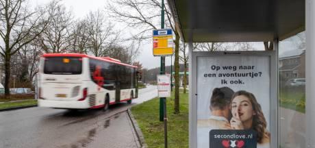 Rhenen bemoeit zich niet meer met 'aanstootgevende' posters in bushokjes na gedoe om Second Love