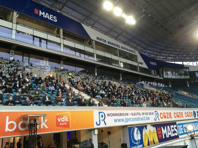 De proclamatie van HoGent werd coronaproof georganiseerd, met 1.200 mensen per keer.