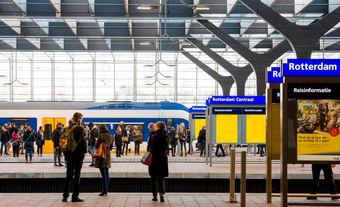 Vanaf 2025 moet er elke 5 minuten een trein rijden tussen Rotterdam en Den Haag.