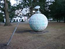 Kunstwerk Zonnemaan op Brinkgreventerrein doelwit van baldadigheid