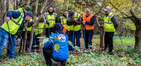 Veteranen Search Team oefent in Almelo: 'We zoeken door tot het licht uitgaat'