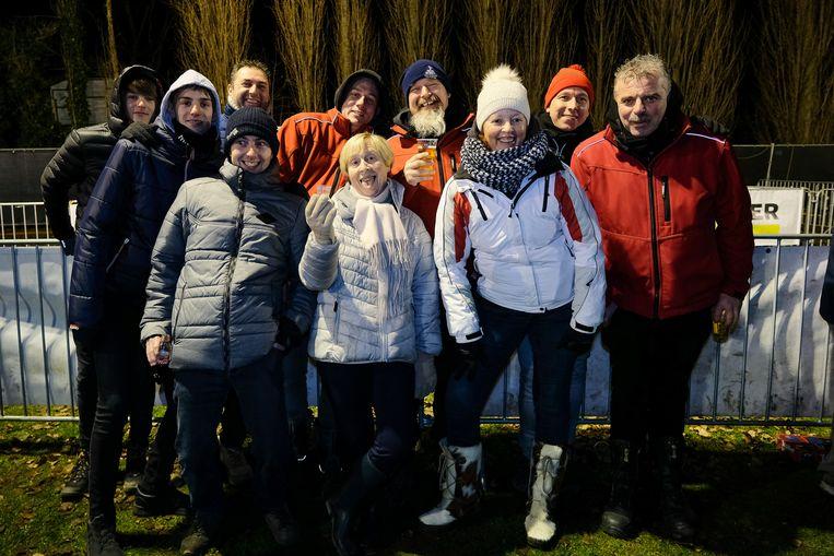 Nancy en Wim (derde en vierde van links) zakten met vrienden uit Brakel af naar Diegem.