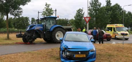 Automobiliste naar ziekenhuis na botsing met trekker