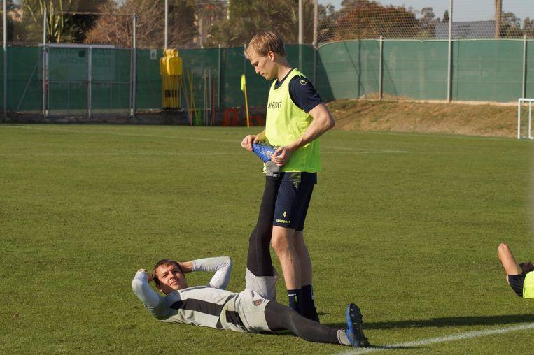 Valtteri Moren op stage in Spanje met Waasland-Beveren samen met doelman Davy Roef.