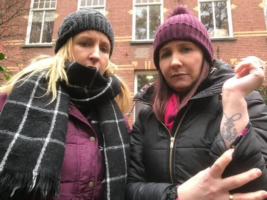 Caroline (links) en Helen Grealis met herinnerings tattoo aan overleden broer James Patrick