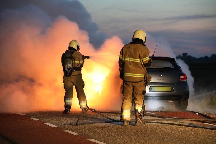 Auto vat vlam in Maren-Kessel.