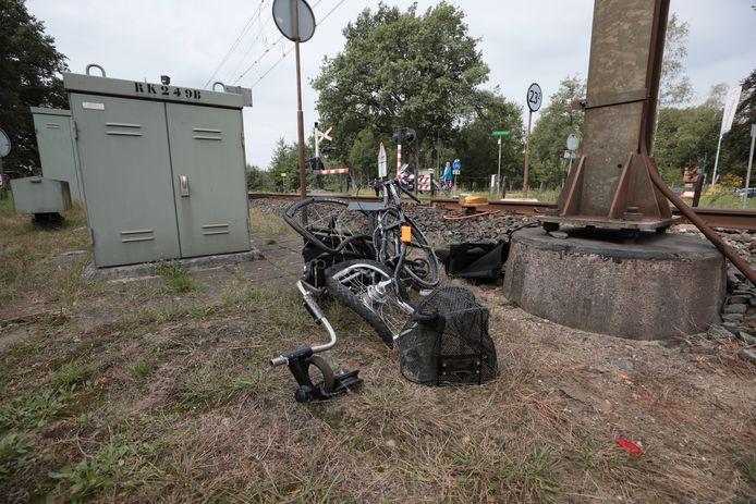 De rolstoelfiets werd volledig in elkaar gereden door de trein.