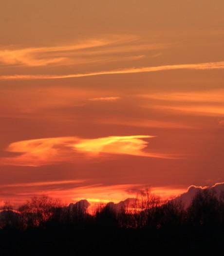 De lucht kleurt rood en dat leverde deze prachtige foto's op!