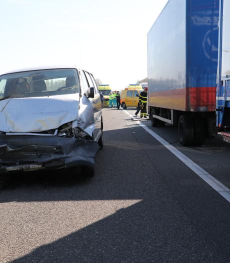Vijf gewonden bij twee ongelukken op A59 bij Waspik