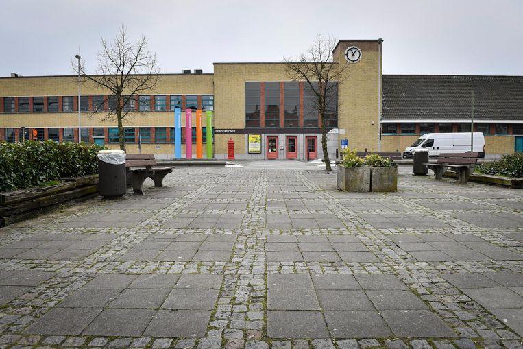 De stad gaat samen met NMBS en De Lijn het station en de omgeving grondig onder handen nemen.