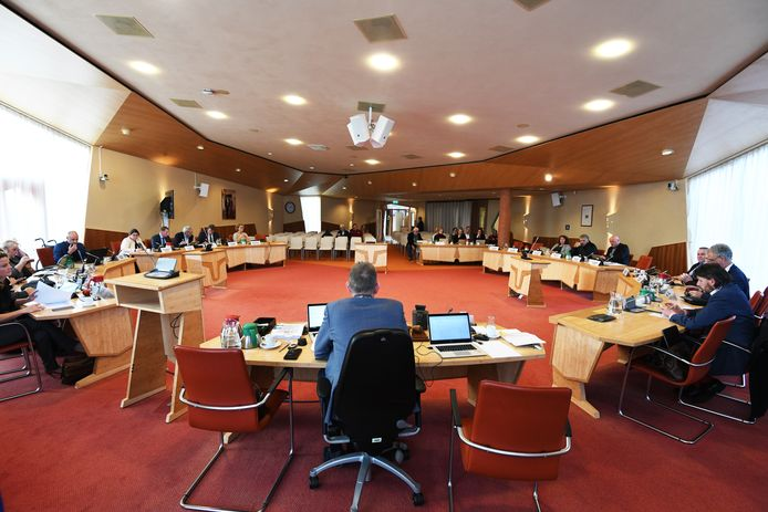 Burgemeester de Boer bestuurt Buren momenteel alleen.