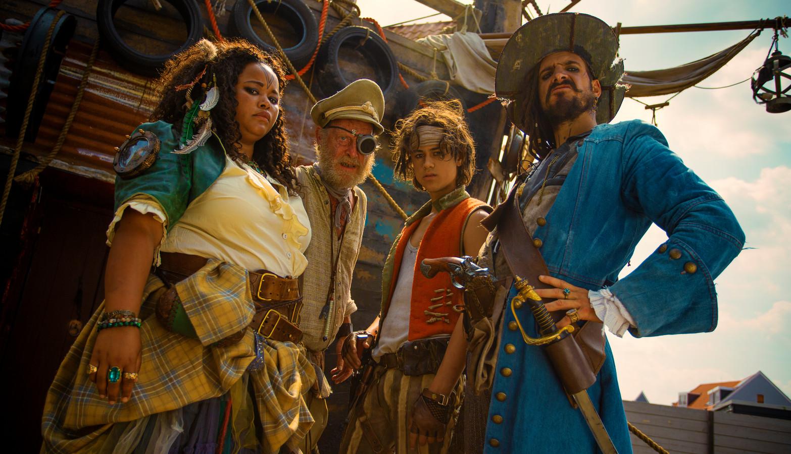 De Piraten van Hiernaast met Egbert-Jan Weeber, Matti Stooker, Peter van Heeringen, Sarah Janneh, and Samuel Beau Reurekas