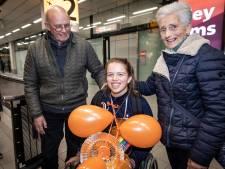 Zo werd wereldkampioen rolstoeltennis Lizzy de Greef onthaald: 'Eigenlijk was het mijn doel om niet laatste te worden'
