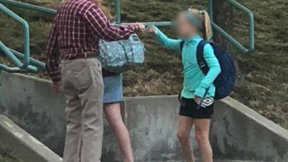 Vrouw vraagt zich af waarom oude man rondhangt bij de school. Tot ze begrijpt wat hij elke dag voor de kinderen doet