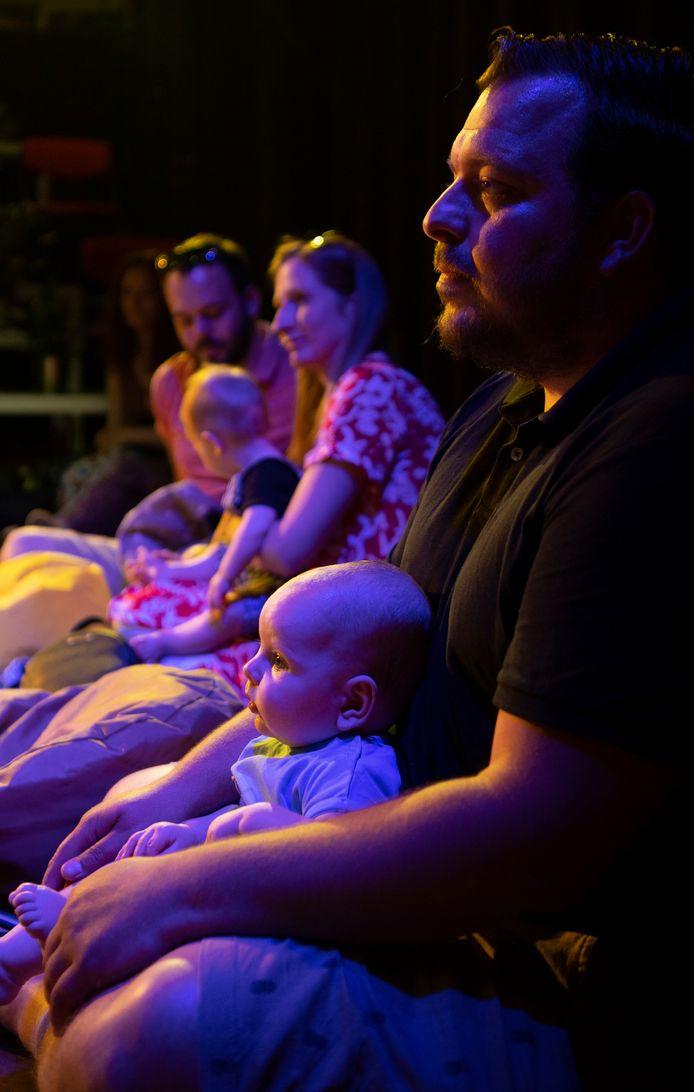 Verslaggever Rob van Elewout gaat naar een babyconcert in Rotterdam Noord Studio de Bakkerij, samen met zijn zoontje Kalle (6 maanden).