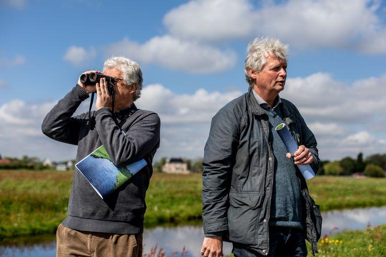 Mark Kuiper, adviseur op het gebied van agrarisch natuurbeheer en Kees de Pater, Vogelbescherming. Beeld Lin Woldendorp