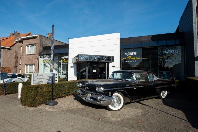 De pop-up met oldtimers blijft bestaan tot de inrichting van de nieuwe kringloopwinkel in april.