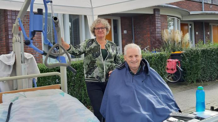 De 60-jarige Mary van Doorn zette haar verlamde man Gerard op straat.