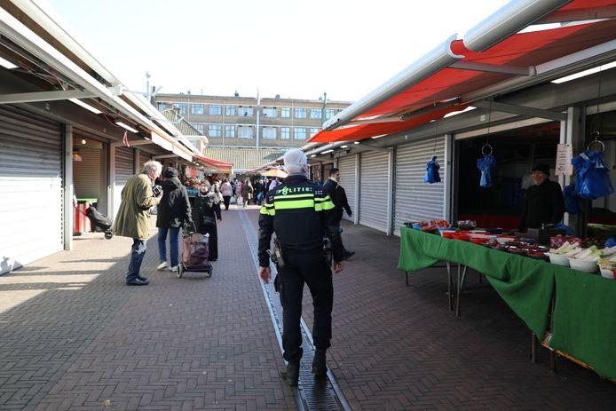 De Haagse Markt werd vanmiddag per direct gesloten.