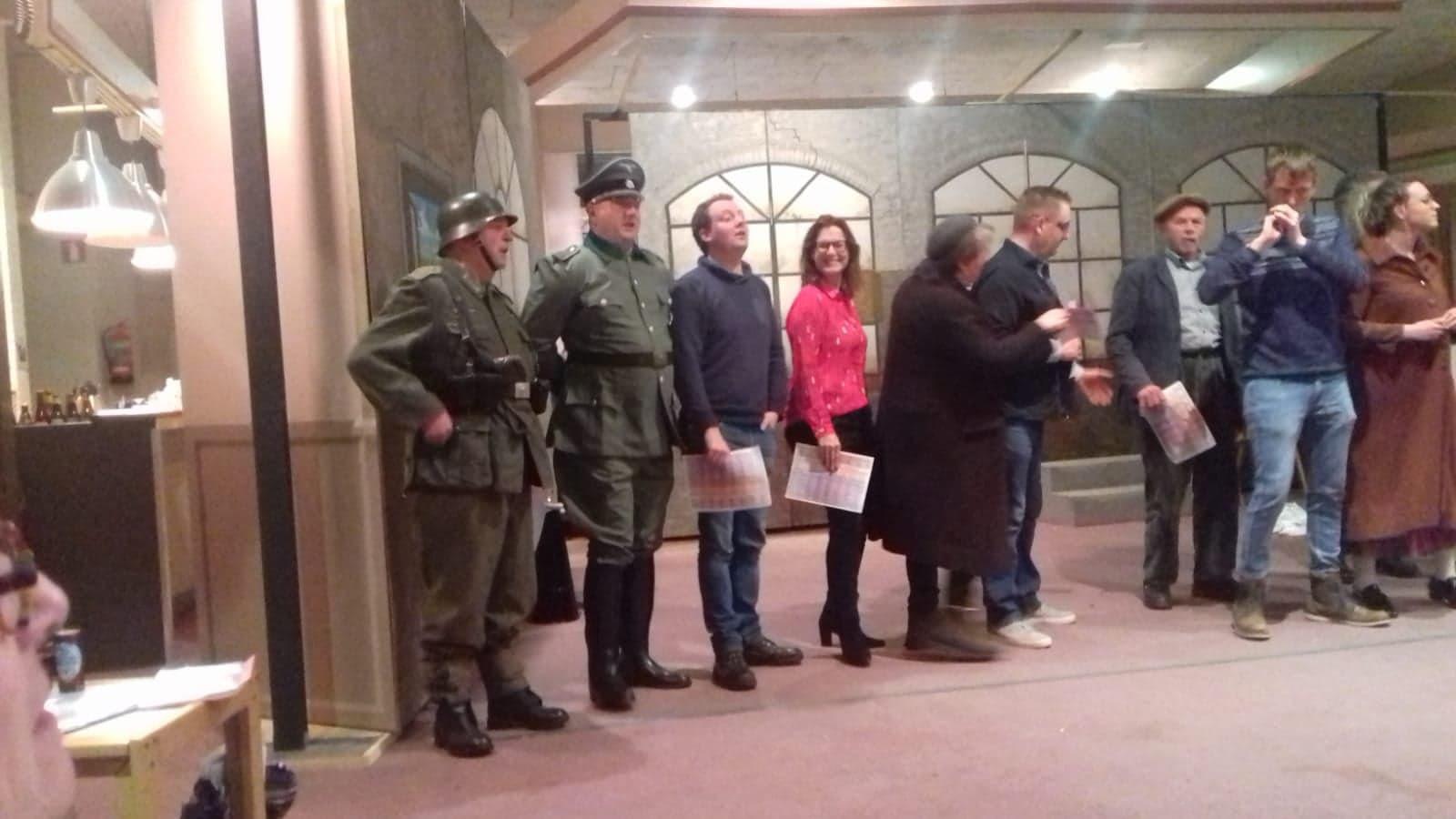 Repetitie van Plaet Gespeuld van de musical over de Tweede Wereldoorlog in Maas en Waal.