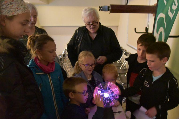 De jongsten konden deelnemen aan allerlei experimenten.