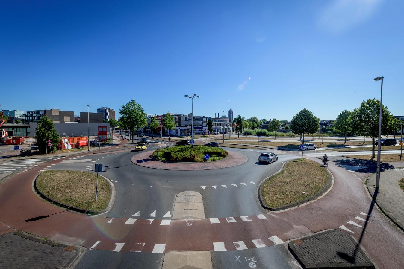 De rotonde Zuiderval/Haaksbergerstraat maakt plaats voor een kruispunt met verkeerslichten.