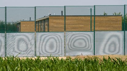 """Servische familie na 34 procedures dan toch """"vrijwillig"""" teruggekeerd naar thuisland"""