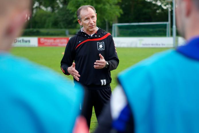 Ger Musters is momenteel trainer van VV Zundert, na de zomer gaat hij aan de slag bij MOC'17