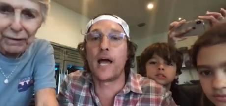 De chez lui, Matthew McConaughey anime le bingo d'une maison de retraite