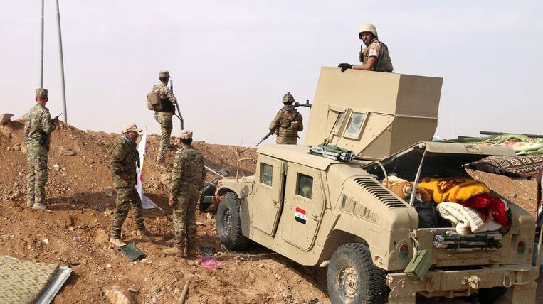 Iraakse troepen aan de Syrische grens, niet ver van Albu Kamal.