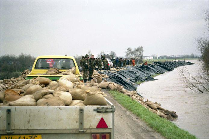 1 februari 1995: de dijk bij Ochten wankelt