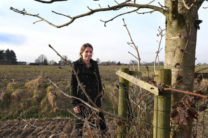 Mariska Teurlings op haar land in Ven-Zelderlheide. Foto Ed van Alem
