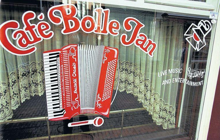 Café Bolle Jan in de Korte Reguliersdwarsstraat. Alleen in Emmen is een café dat ook zo mag heten. Foto ANP/Cor Mulder Beeld