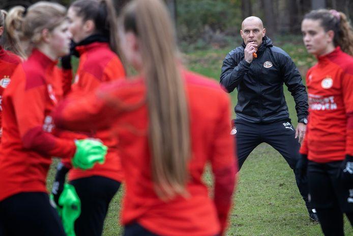 Rick de Rooij is de interim-trainer van PSV Vrouwen.
