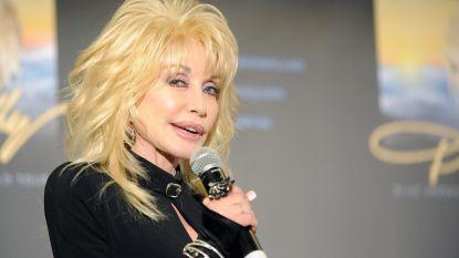 """Dolly Parton wordt 75, maar gaat onvermoeibaar verder: """"Ik wil weer de cover van Playboy halen"""""""