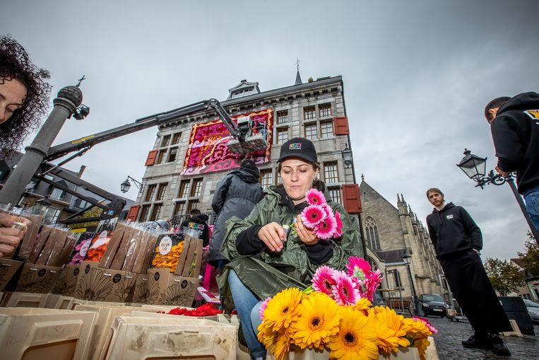 Een gerenommeerd team uit Azerbeidzjan zet Bilzers stadhuis in de bloemetjes.