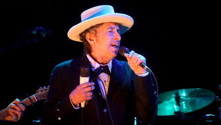 Bob Dylan tijdens een concert in 2012 Beeld epa