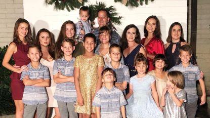 """Lyette is moeder van 16 kinderen: """"Soms is het zo druk dat ik mijn eigen naam niet meer weet, maar het blijft de beste job ter wereld"""""""