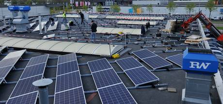 Heusden plaatst zonnepanelen op daken sporthallen en gemeentewerf