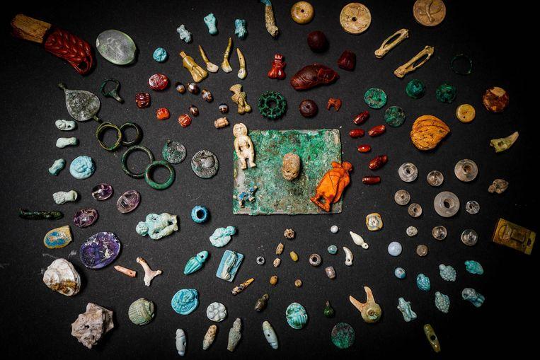 Een aantal van de schatten die gevonden zijn in Pompeï. Beeld EPA