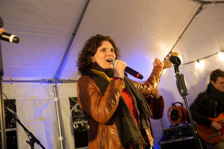 Annick Artois brengt het lied in primeur.