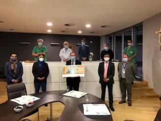 """Antwerp India Association schenkt 5.000 euro aan OLV-ziekenhuis: """"Steun in strijd tegen corona"""""""