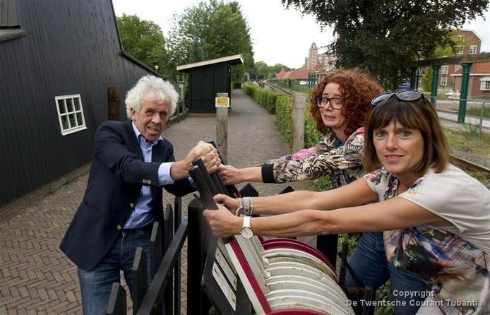 Peter Mense, Ike Westra en Annemarie Hilbink tekenden weer voor de organisatie van het Cabaretfestival in Boelelo