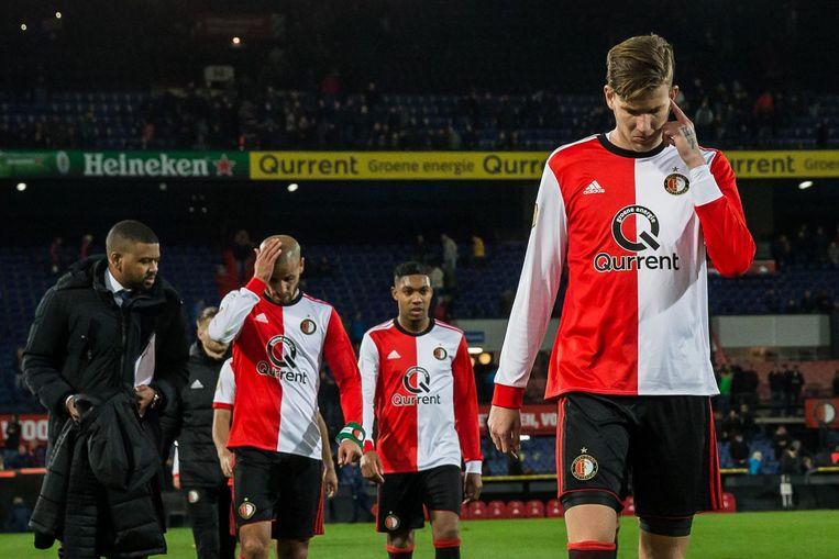 Michiel Kramer druipt in zijn Feyenoord-tijd teleurgesteld van het veld af na het gelijkspel tegen VVV-Venlo. Beeld anp