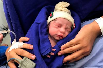 Eerste baby geboren die in baarmoeder van overleden donor groeide