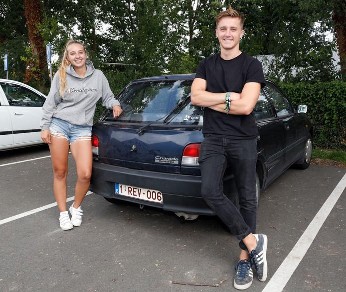 Laurie van Hauter en Ian Vleeshouwers wonen op kot in Gent en doen hun boodschappen bij Plus in IJzendijke.