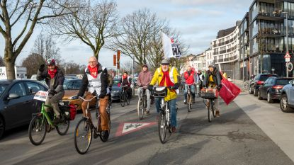 Hart Boven Hard heeft ook hart voor stakers: burgerbeweging houdt 'bike strike' langs Antwerpse stakingsposten