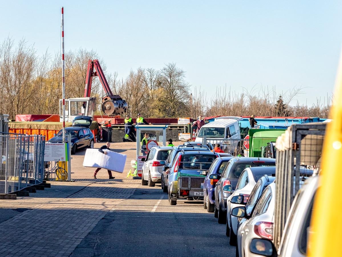 Om wachtrijen tegen te gaan komt er een reserveringssysteem voor het afvalbrengstation in Gouda en mogelijk ook in de andere Cyclusgemeenten.