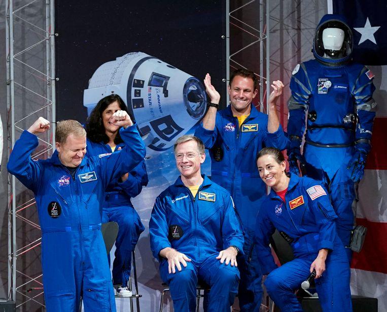Eric Boe, Sunita Williams, Christopher Ferguson, Josh Cassada en Nicole Mann.
